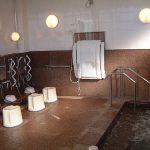 御影石張りの浴槽・泡風呂・介護用シャワーもあり、庭を眺めながらゆったりとおくつろぎいただけます。